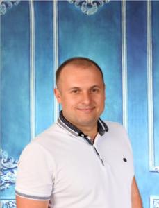 АХРАМЧУК ВОЛОДИМИР ВОЛОДИМИРОВИЧ Співвласник стоматології, головний лікар